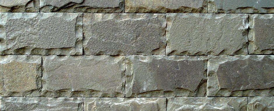 Серо-зеленая плитка изростовского песчаника пиленого с4-х сторон сзаколом